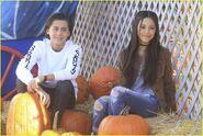 Jenna-ortega-isaak-presley-pumpkin-patch-05