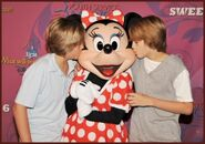 Dylan and Cole Sprouse kissing Minnie