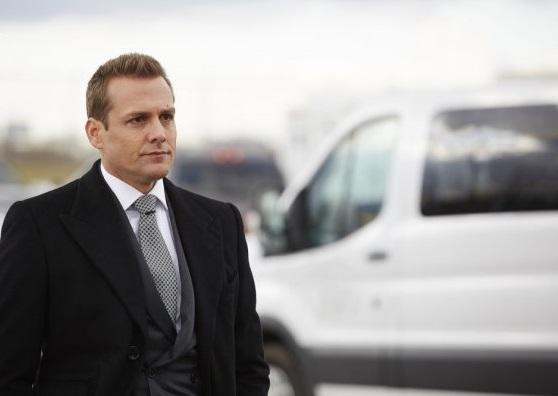 File:S05E16Promo03 - Harvey.jpg
