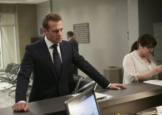 File:S06E04Promo12 - Harvey.jpg