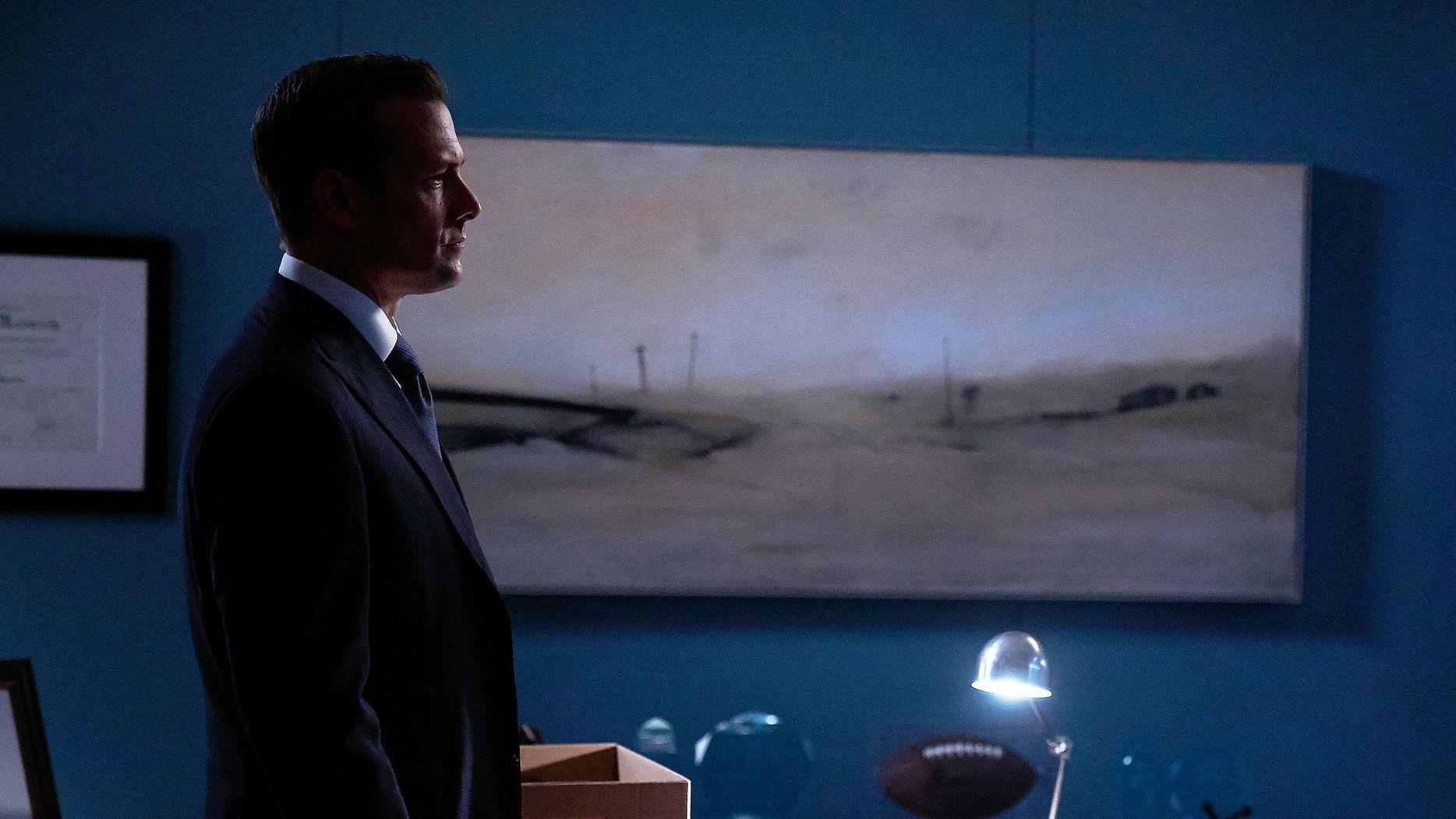 File:S07E07Promo01 - Harvey.jpg