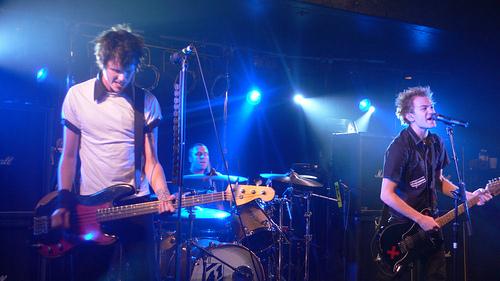 File:Sum 41 live 2008.jpg