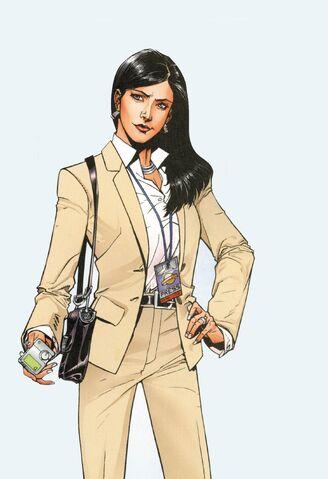 File:Gary Frank Lois Lane pant suit.jpg