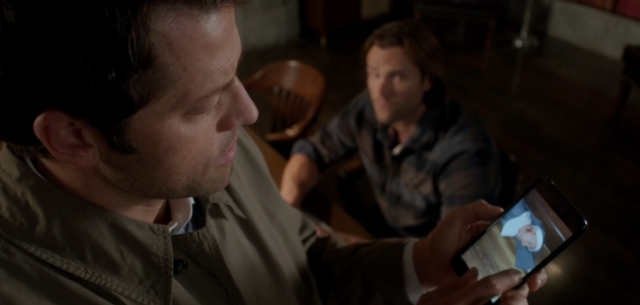 File:Castiel using his phone in LOTUS 1.png
