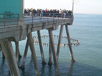 File:Surfers-memorial-service01.jpg