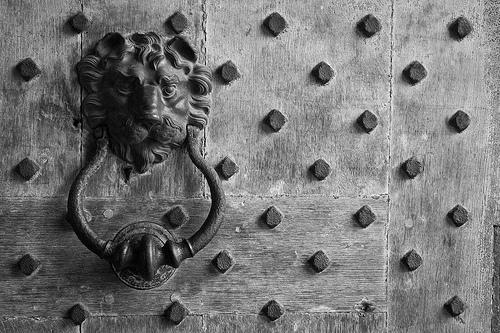 File:Beware Of Dog (Leeds Castle Door Detail), Kent.jpg