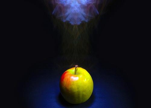 File:Apple Smoking In The Darkness.jpg