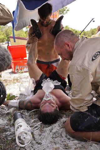File:Caleb-reynolds-passes-out-survivor-kaoh-rong-episode-4-cbs gpjn4w.jpg