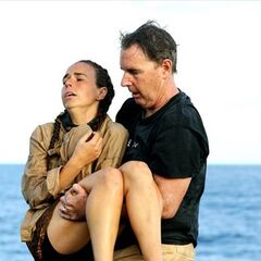 Kristie with her father after winning the Final Immunity Challenge.