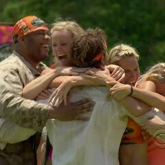 The fans win the first Immunity Challenge.