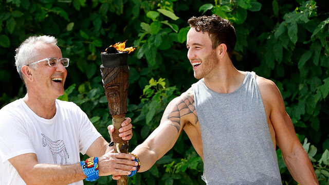 File:Australian-Survivor-Episode-1-Race-For-Fire-Challenge-Saanapu-Win---Peter-and-Sam.jpg