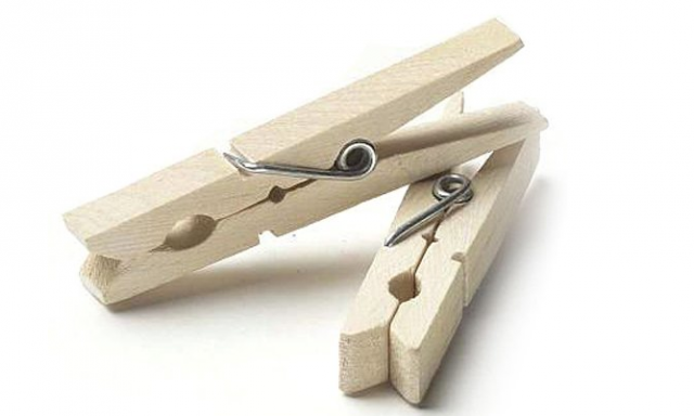 File:640 clothespins-oneoff.png
