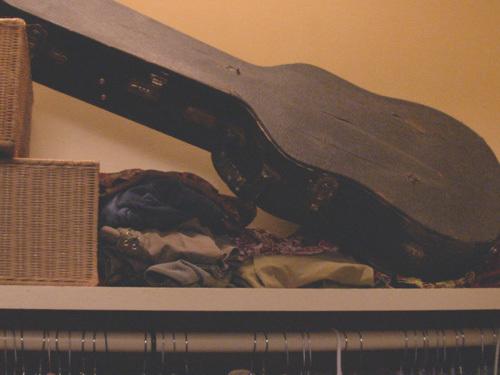 File:Mystery Guitar Case.jpg