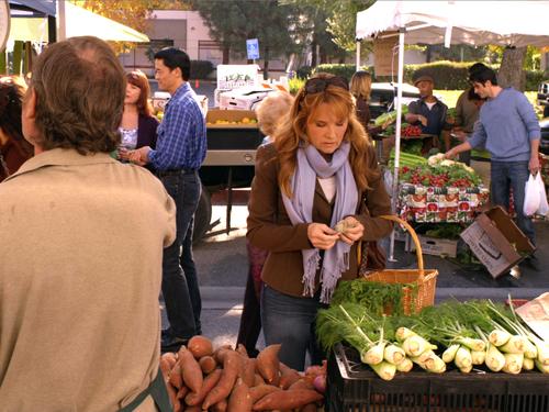 File:Kathryn at the market.jpg