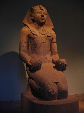 File:Hatshepsut offering nw jars.jpg
