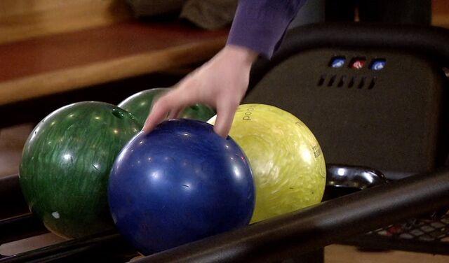 File:BowlingBalls.jpg