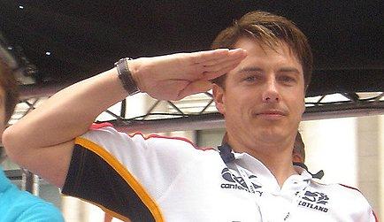 File:JohnBarrowman-salute-LondonGayPride-20070630.jpg