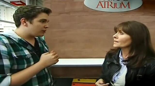 File:CBBC Extra Chris Meets.jpg