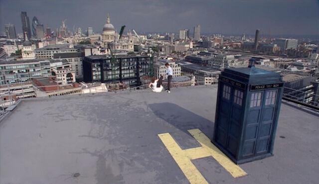 File:London skyline The Runaway Bride.jpg
