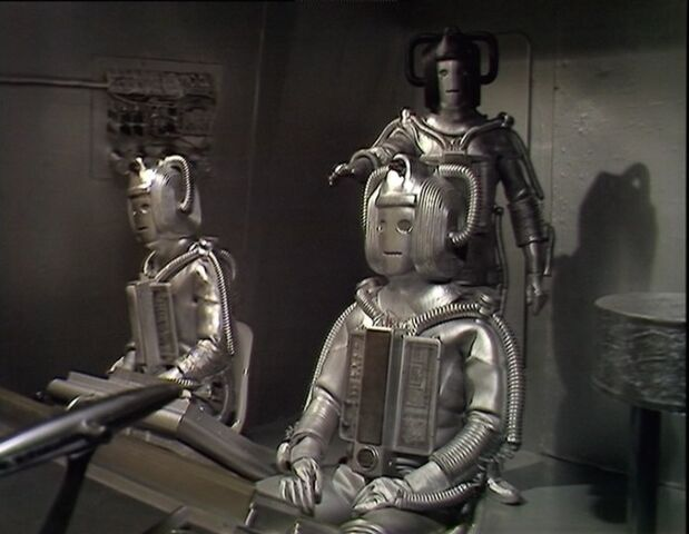 File:Cyber-Leader and 2 Cybermen RotC.jpg