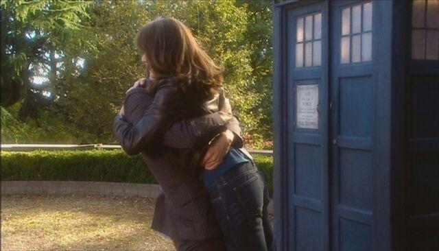 File:Ten sarah jane bear hug.jpg