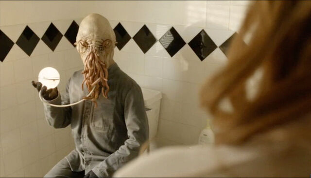 File:Ood on the loo.jpg