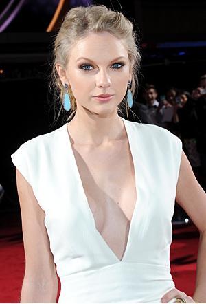 File:Taylor in white dress image 1.jpg