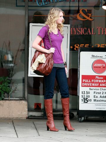 File:Taylor-Swift-15-www star20 ir-.jpg