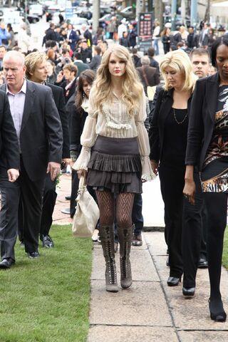 File:Taylor Swift D'lite Sparkling+Boots 12.jpg