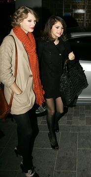 Taylor-Swift-Selena-Gomez-Dinner-Date-PHOTOS