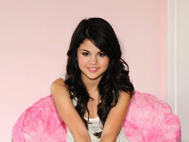 File:Selena Gomez Wallpaper (1).jpg