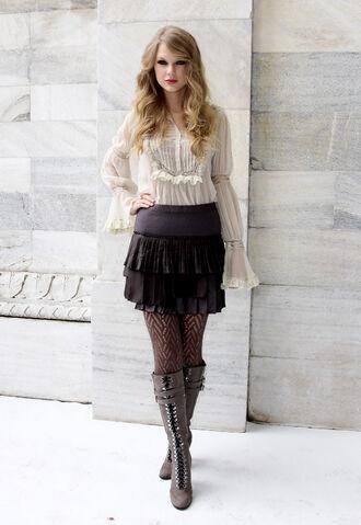 File:Taylor Swift D'lite Sparkling+Boots 4.jpg