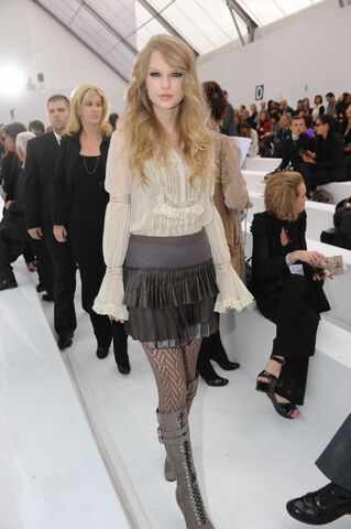 File:Taylor Swift D'lite Sparkling+Boots 14.jpg