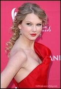 Taylor-swift-hot-hot-20540465