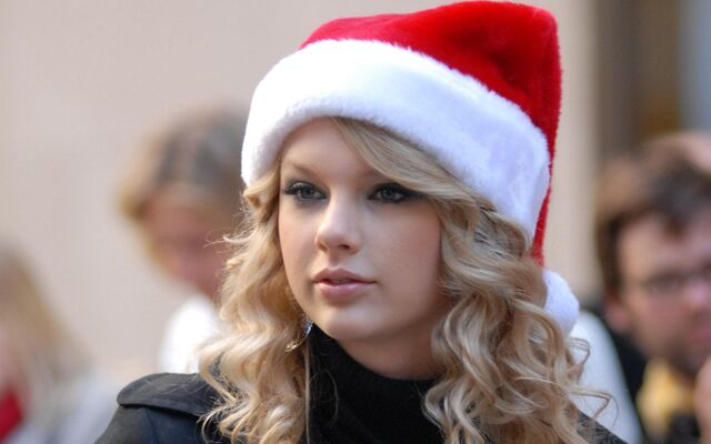 File:Taylor-at-the-jingle-bell-ball-170467.jpg