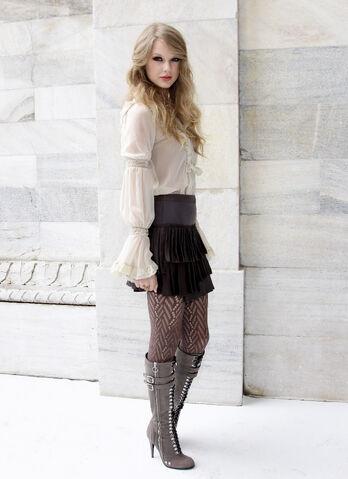 File:Taylor Swift D'lite Sparkling+Boots 3.jpg