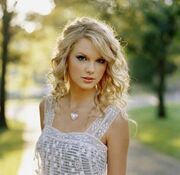 Taylor swift heart necklace