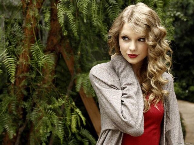 File:Taylor Swift Wallpaper2.jpg