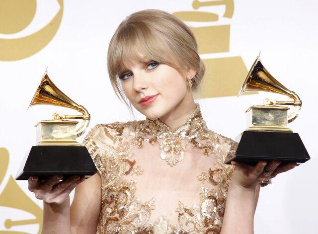 File:Taylor at the Grammy Awards.jpg