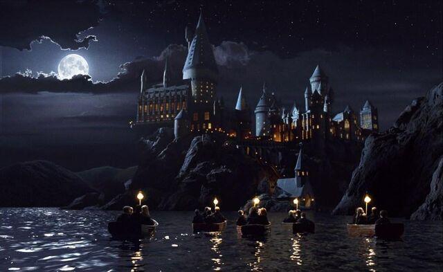 File:Boat ride to Hogwarts caslte.jpg
