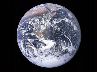 Earth apollo17