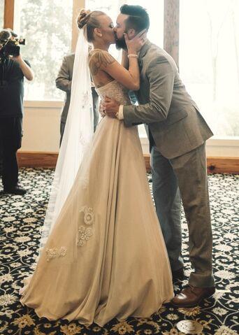 File:Maci-Taylor-Wedding-3.jpg