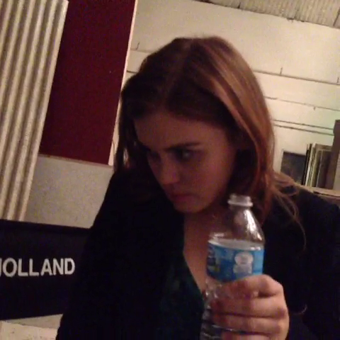 Datei:Teen Wolf Season 3 Behind the Scenes Holland Roden just water for me please.png