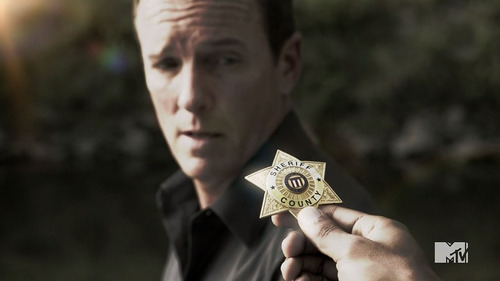File:Sheriff Stilinski3.jpg