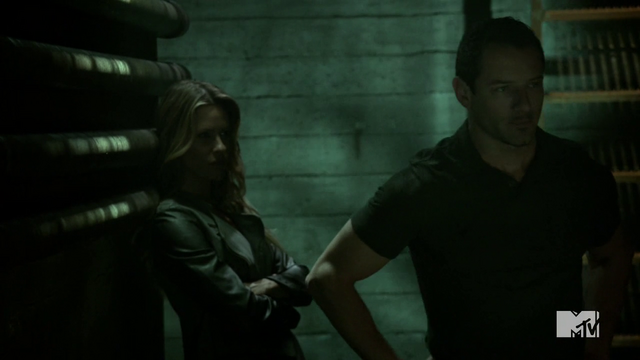 Datei:Teen Wolf Season 4 Episode 10 Monstrous Peter with Kate.png