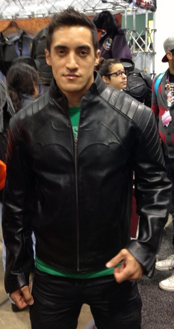File:Teen Wolf Behind the Scenes Season 3 WonderCon Keahu Kahuanui is really Batman.png