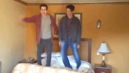File:Teen Wolf Season 3 Behind the Scenes Tyler Posey Dylan O'Brien Motel Glen Capri Bed Jumping 1.png