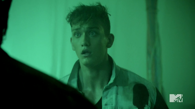 Datei:Teen Wolf Season 4 Episode 10 Monstrous scared Brett.png