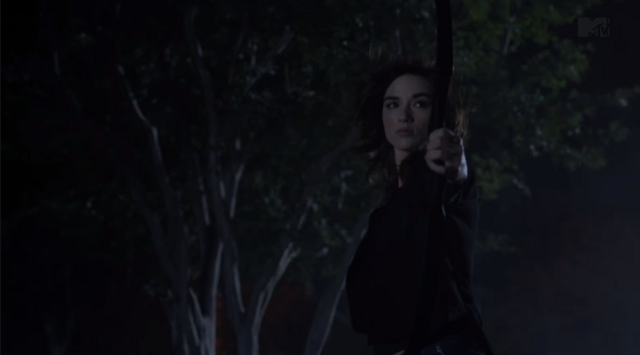 File:Teen Wolf Season 3 Episode 10 The Overlooked Crystal Reed Allison Argent being awesome.png