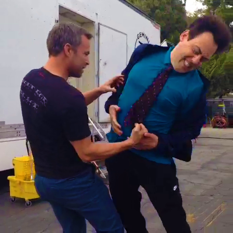 Datei:Teen Wolf Season 3 Behind the Scenes JR Bourne punches Orny Adams.png